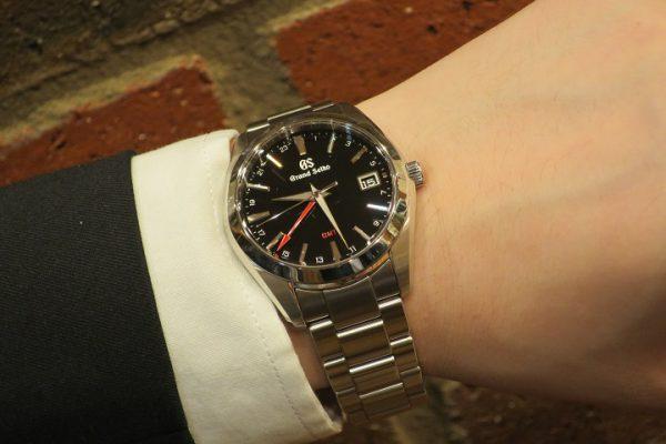 シンプルスポーティーなクォーツ時計